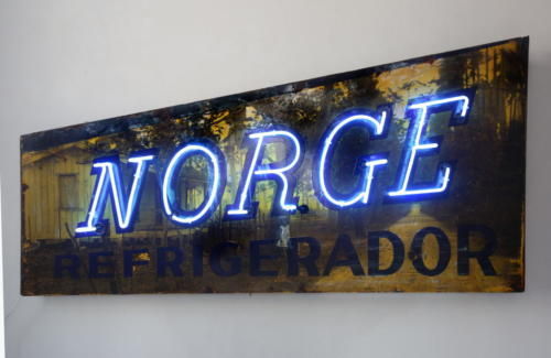 Norge,2016,mixta metal and neon,72 x 230 x117